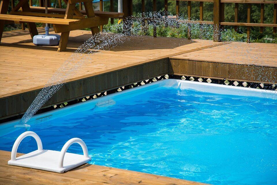 chorros agua piscina privada