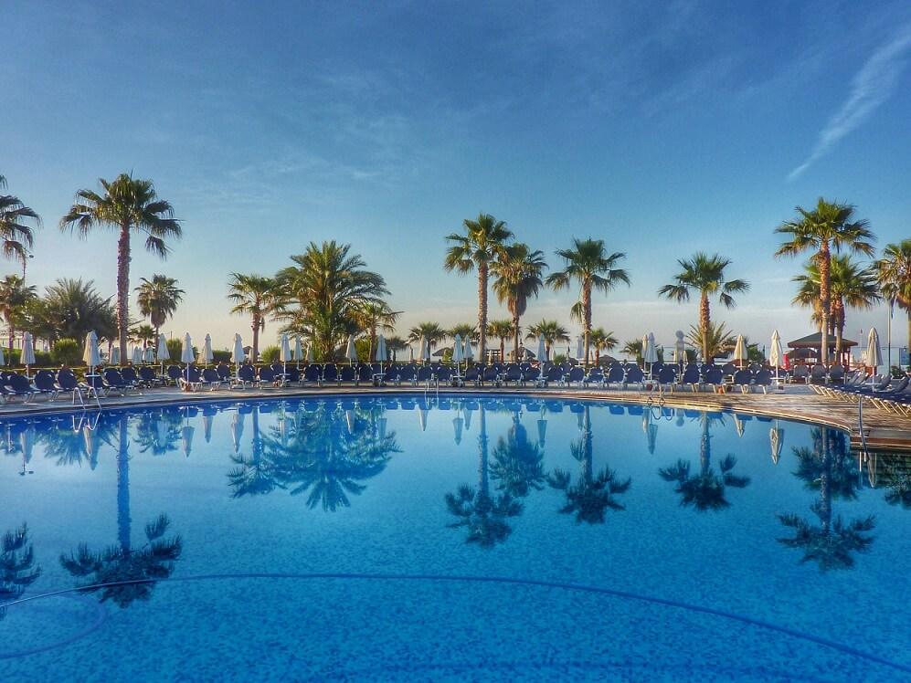 mantenimiento piscina grandes hoteles