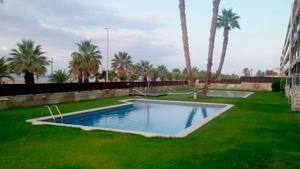 no-vaciar-una-piscina-en-verano